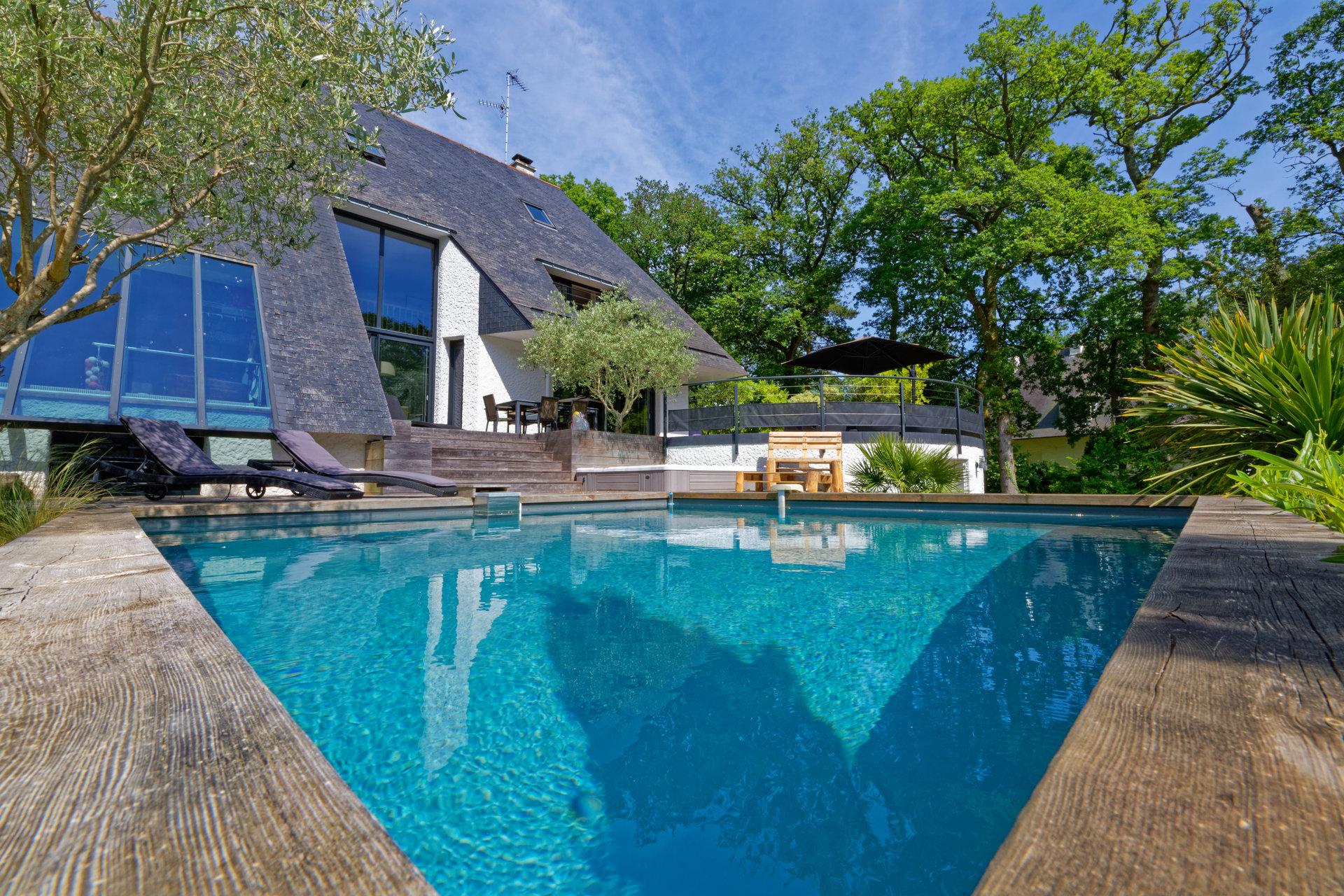 Grande terrasse bois, piscine, plein Sud