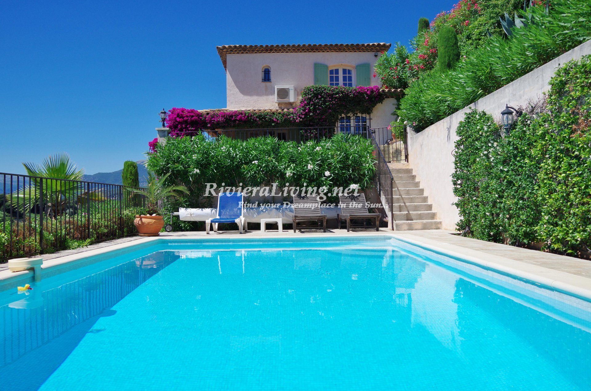 cagnes sur mer nice apartment with sea view access to the pool near antibes nice and the. Black Bedroom Furniture Sets. Home Design Ideas