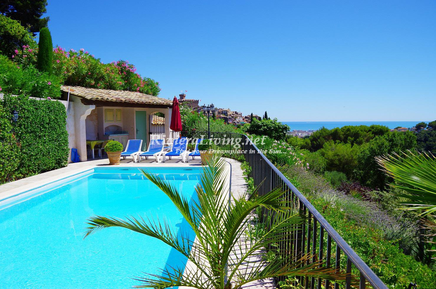 CAGNES SUR MER --- Nice apartment with sea view, access to the pool, near Antibes, Nice and the sea. Suitable for 2 to 4 persons.