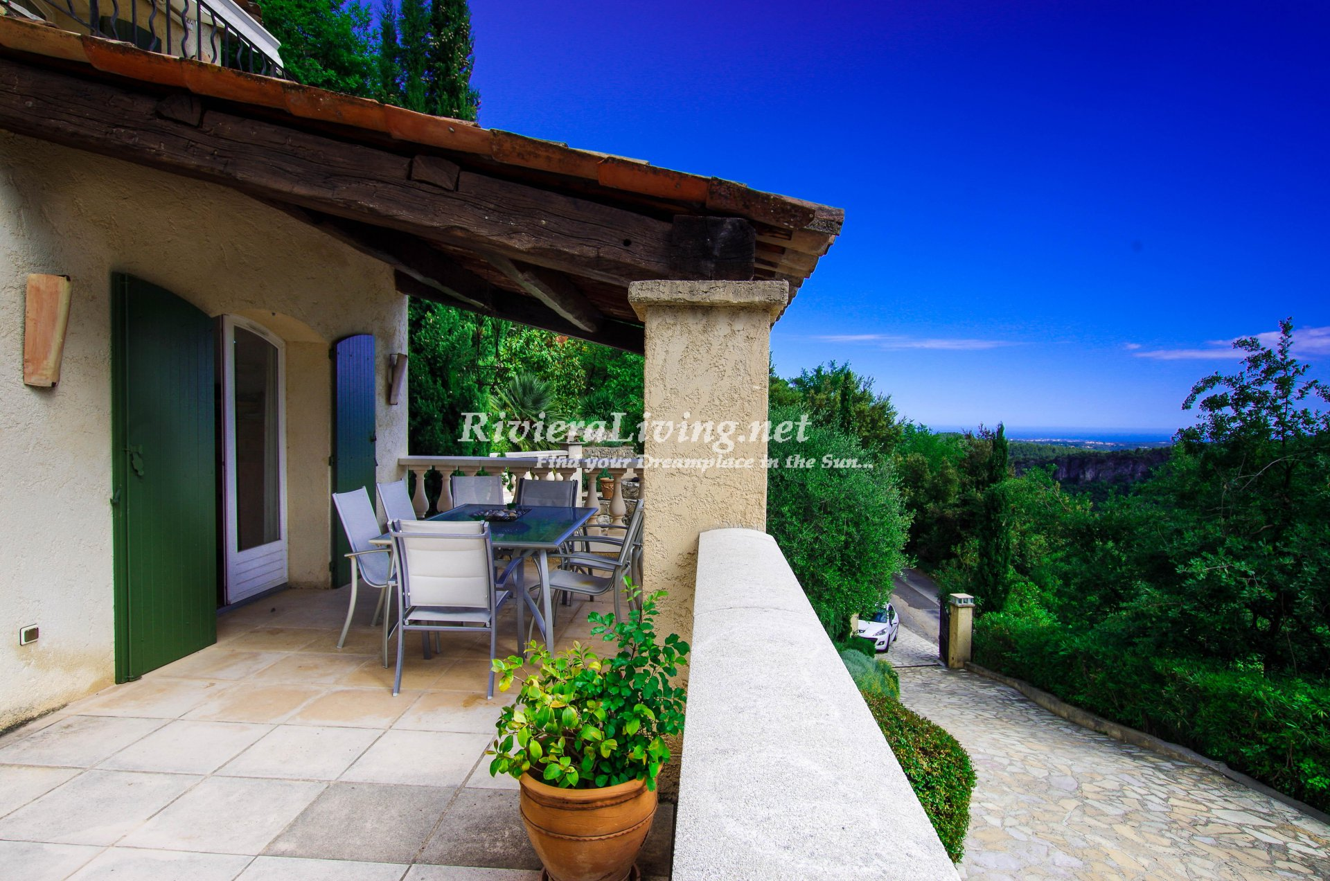 TOURRETTES SUR LOUP ---Beautiful spacious villa in Provencal style, with mountain and sea view, heated pool, large sunny terraces and boules court. 8-12 people.