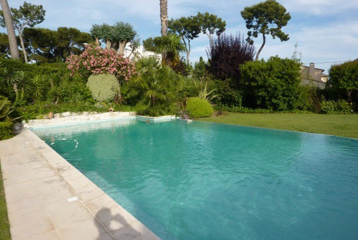 BEAUTIFUL NÉO PROVENCAL VILLA IN A PRIVATE DOMAIN WITH SEA VIEW