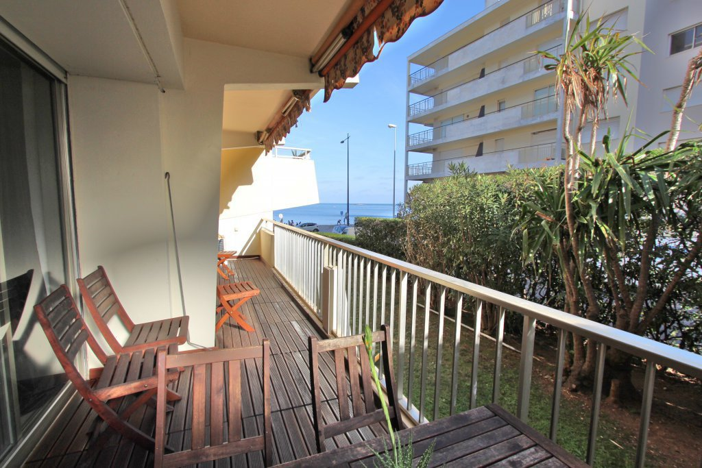 4 rooms apartment on the beachfront Antibes
