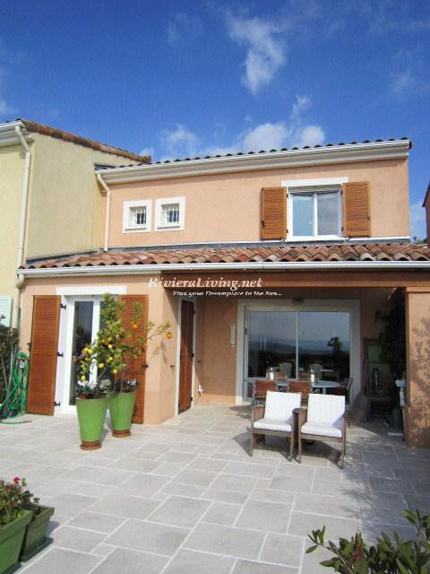 NICE --- Nice villa with wondeful seaview in gated domain with an large pool. Suitable for 8 persons.