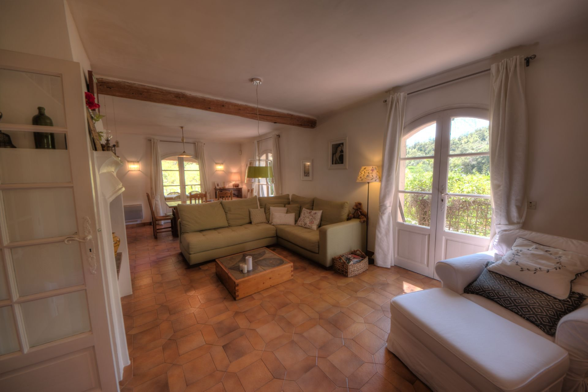 Living room of the villa in full nature the Thoronet
