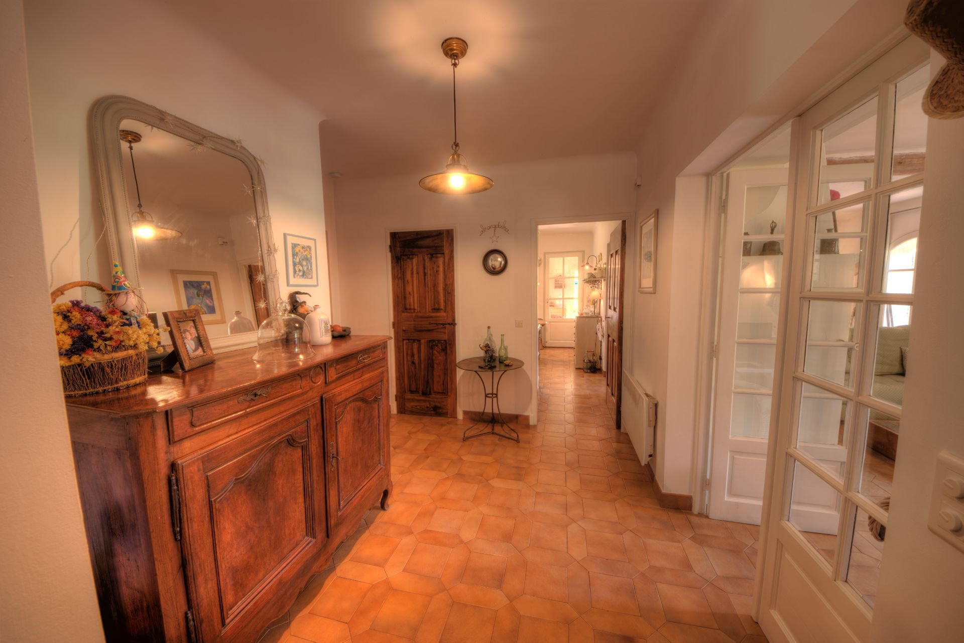 Entry of the villa in full nature the Thoronet