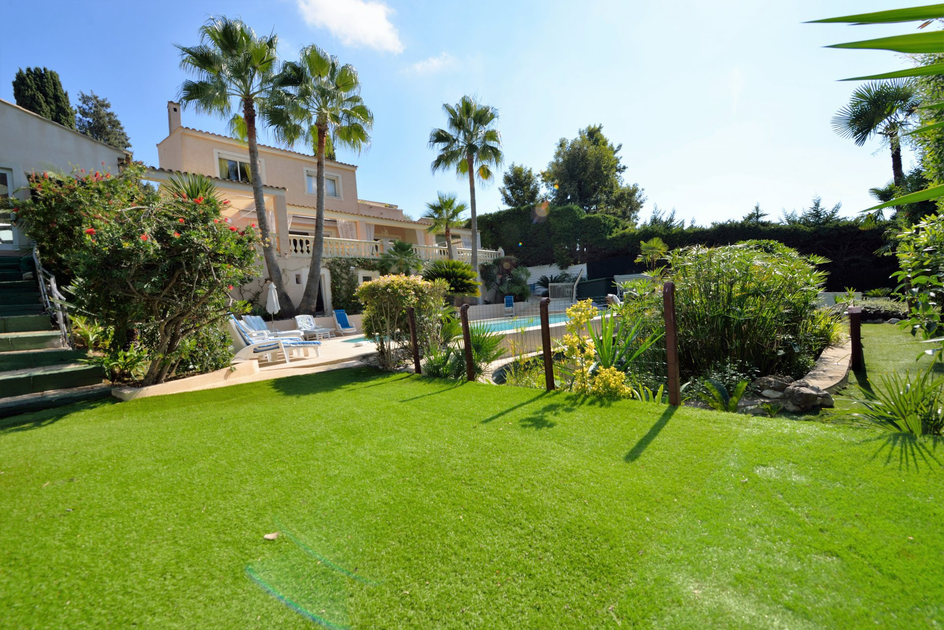 ANTIBES VILLA 5***** for yearly rental