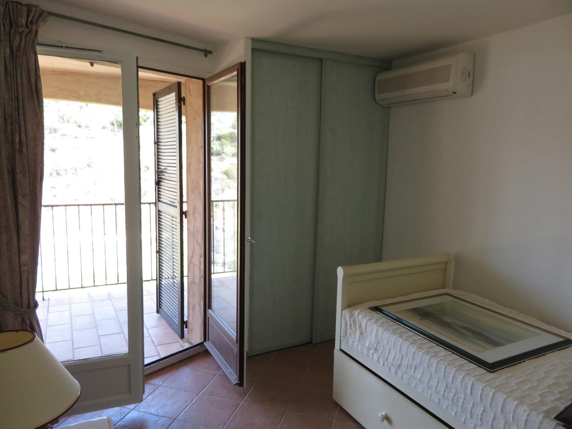 Appartement 3 Semi eingerichtete Zimmer mit Terrassen und parking