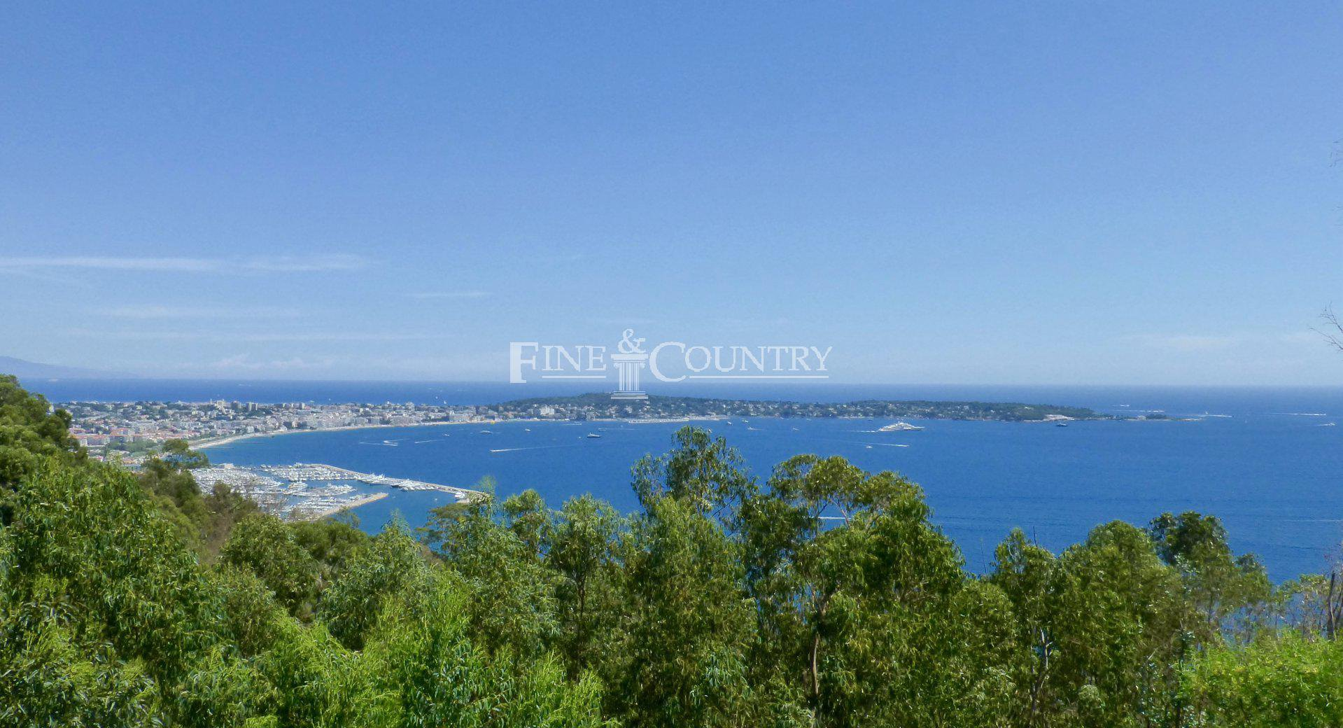 Villa For Sale with sea views in Super Cannes, Cannes, Cote d'Azur