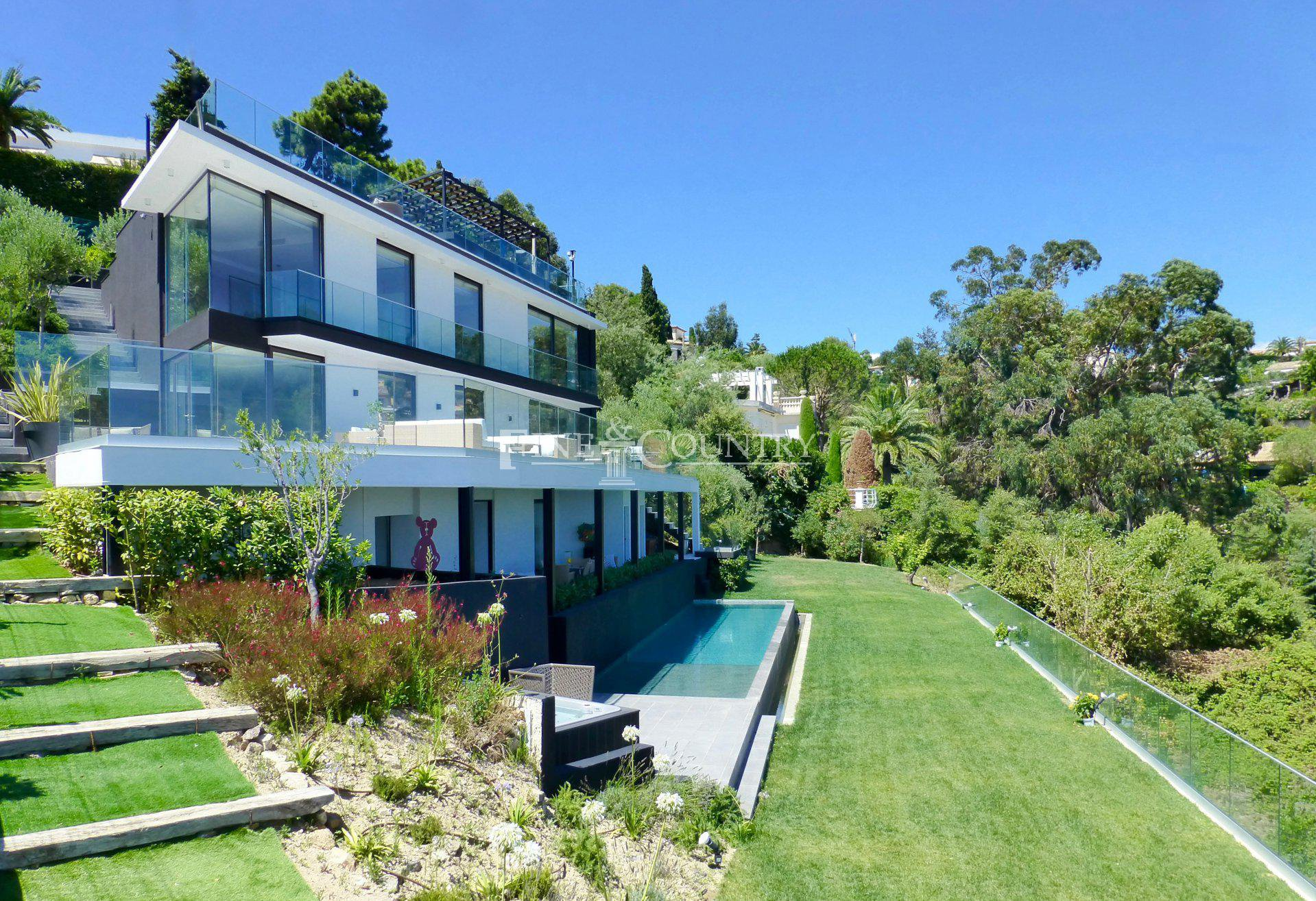 Modern luxury villa for sale in La Californie, Cannes