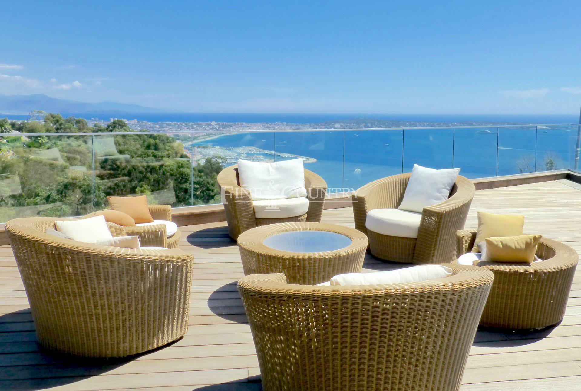 Contemporary villa , sea view , cap d'antibes and the landscapes , Cannes