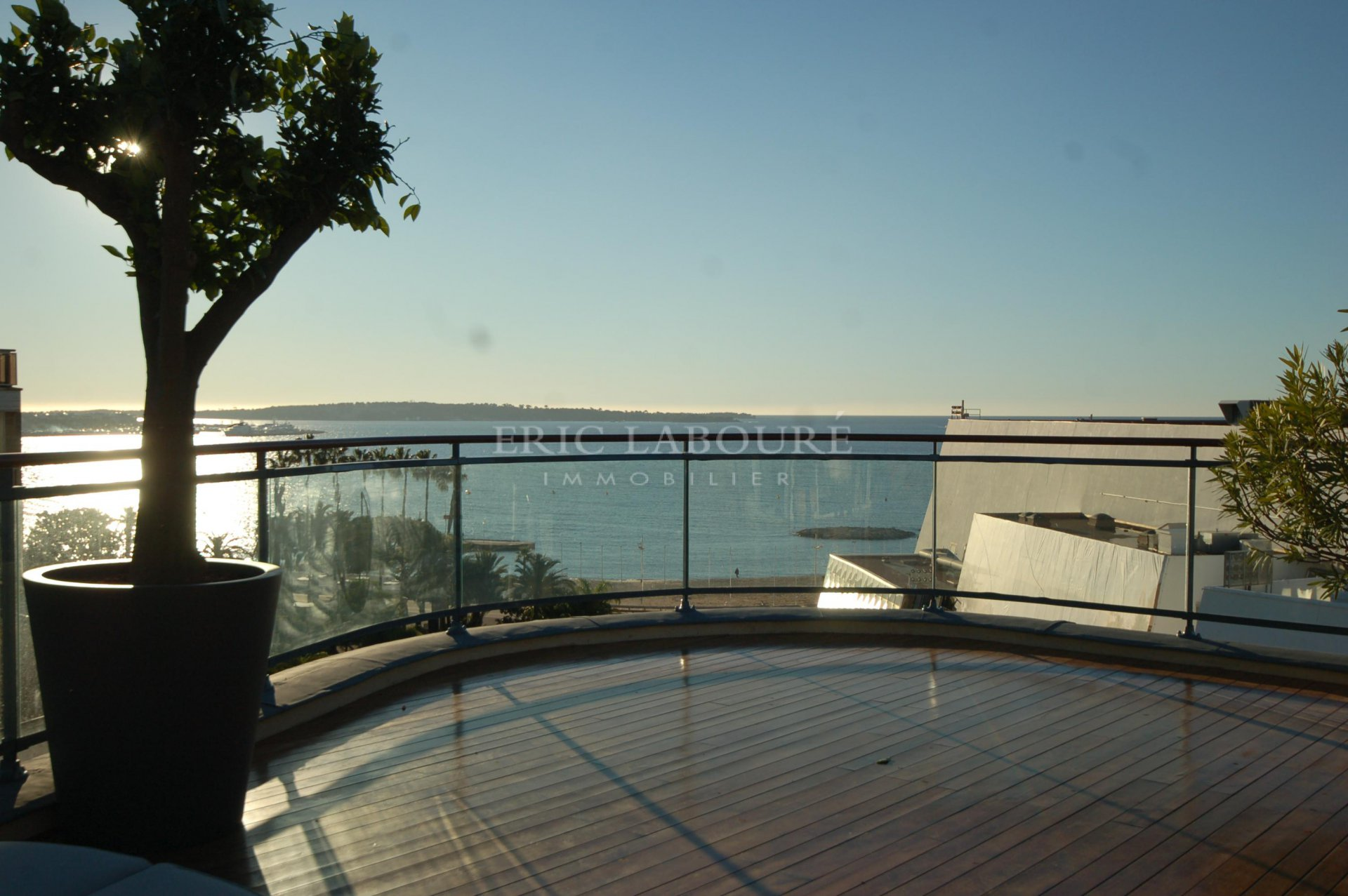 vente appartement Cannes croisette penthouse vue mer panoramique piscine