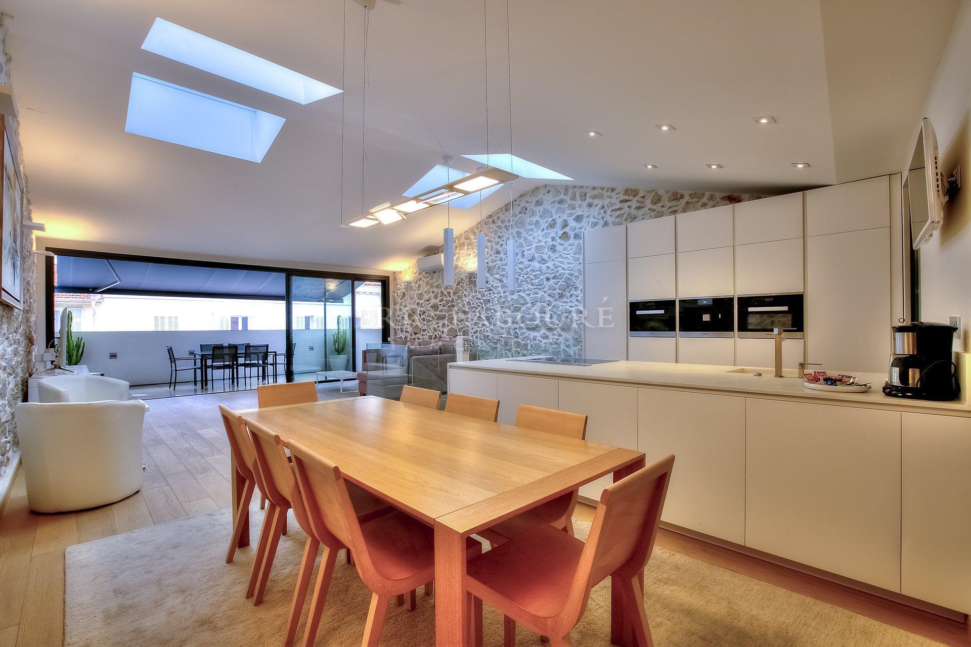 Fenêtre de toit, lumière naturelle, hauteur sous plafond