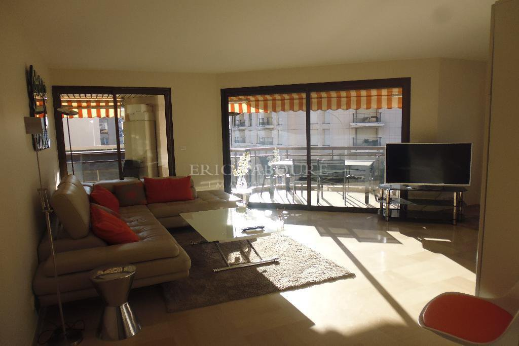 "2 beds - Apartement- Cannes city center ""banane"" - seasonal rental"