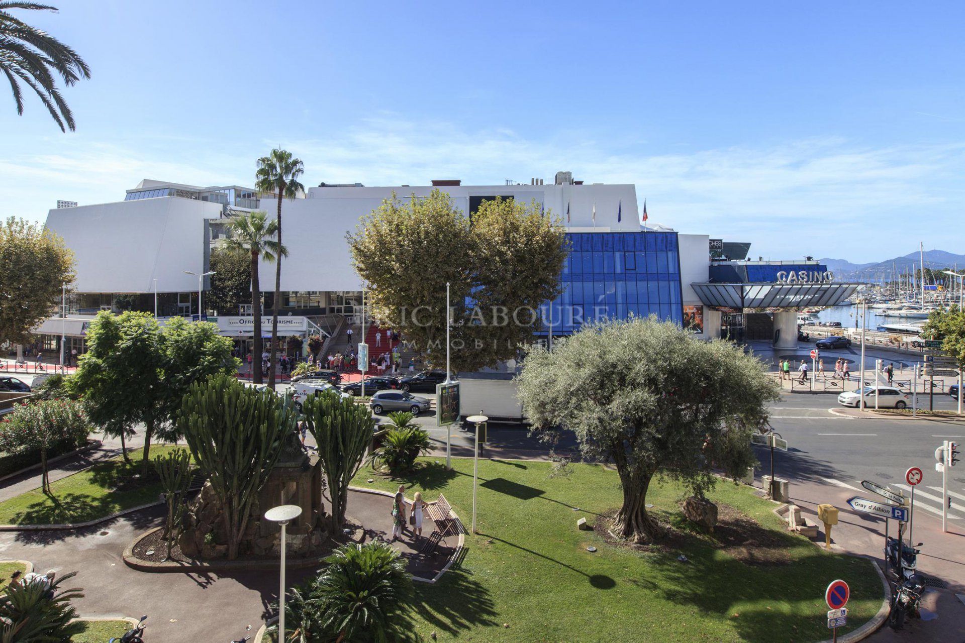 Cannes ,face au Palais des Festivals