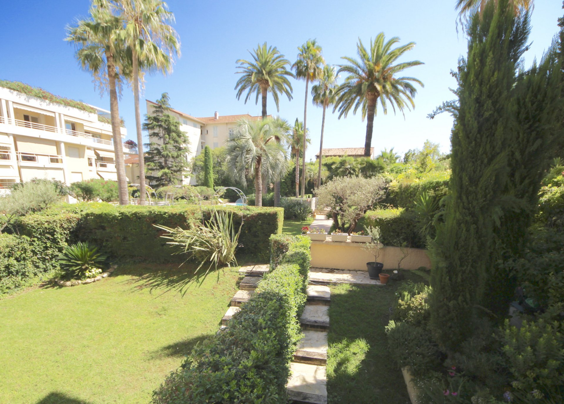 Cannes - Saint Nicolas, Very nice 2 bedrooms appartment witn terrace and garage