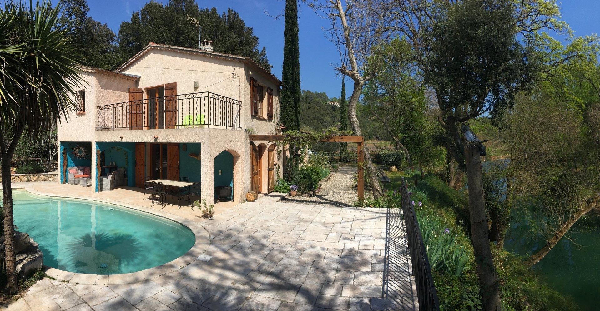 Lorgues villa de charme avec  piscine en bordure de rivière