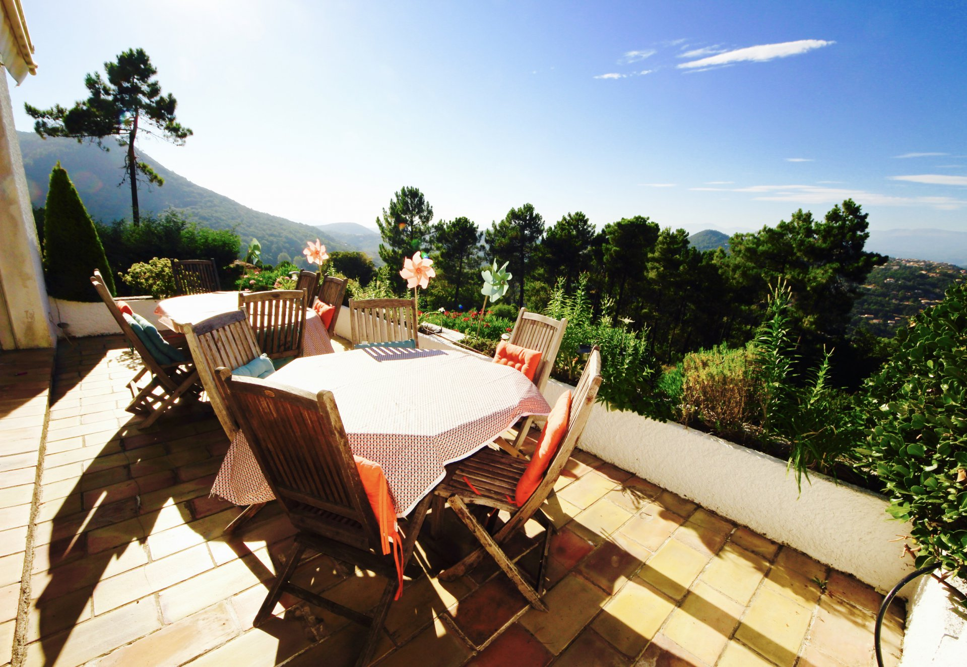 Fréjus - Les  Adrets : Beautifull views on nature fot this architect's villa of 257 sqm