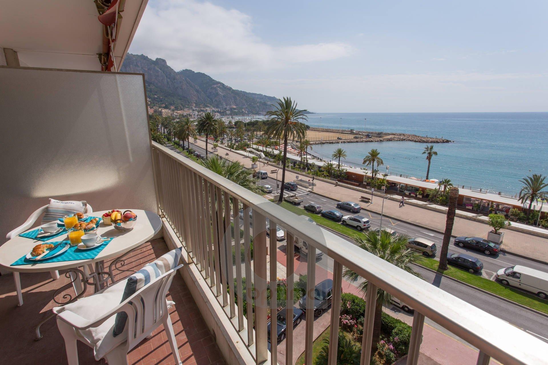 Studio climatisé face mer avec terrasse