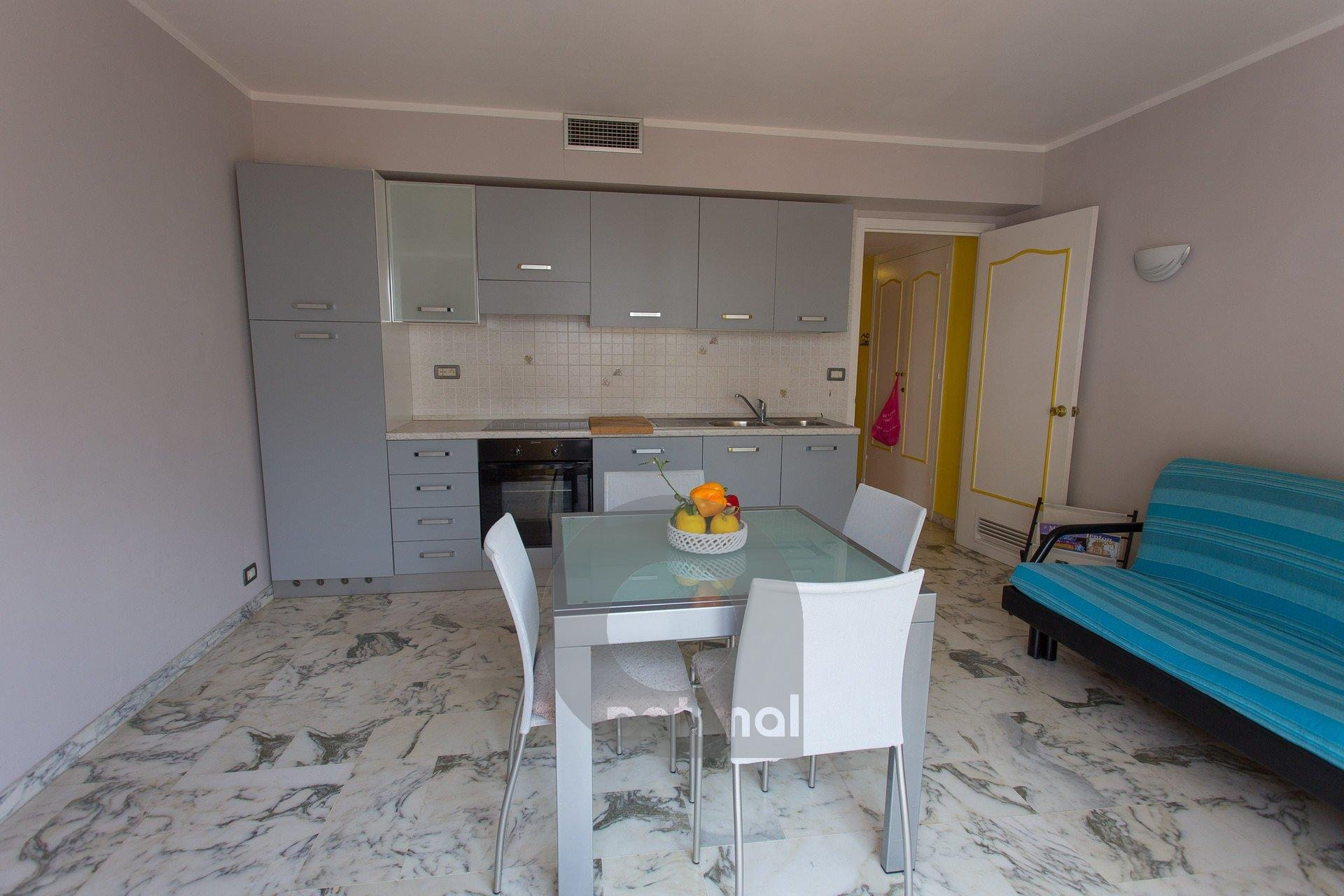 Apartment completely renewed with terrace close beach and dity center