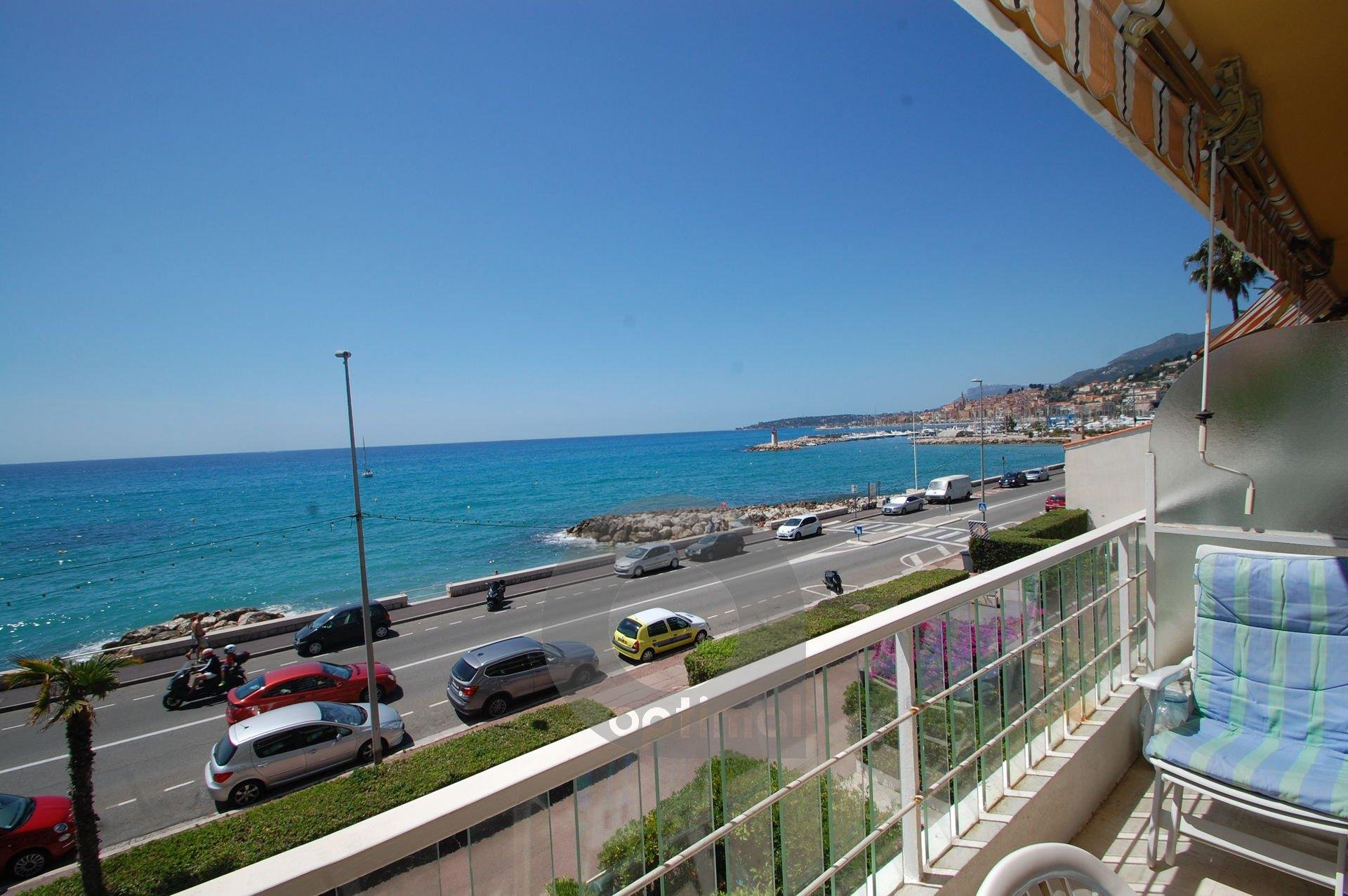 Beautiful and new 3rooms apartment facing sea with terrace and garage