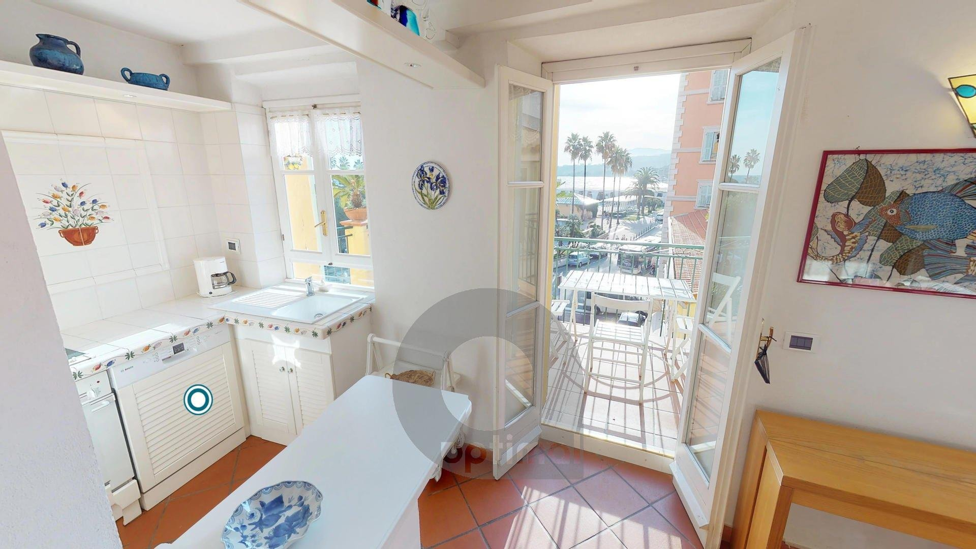 Big and beautiful facing sea 2rooms apartment close to the beach and market