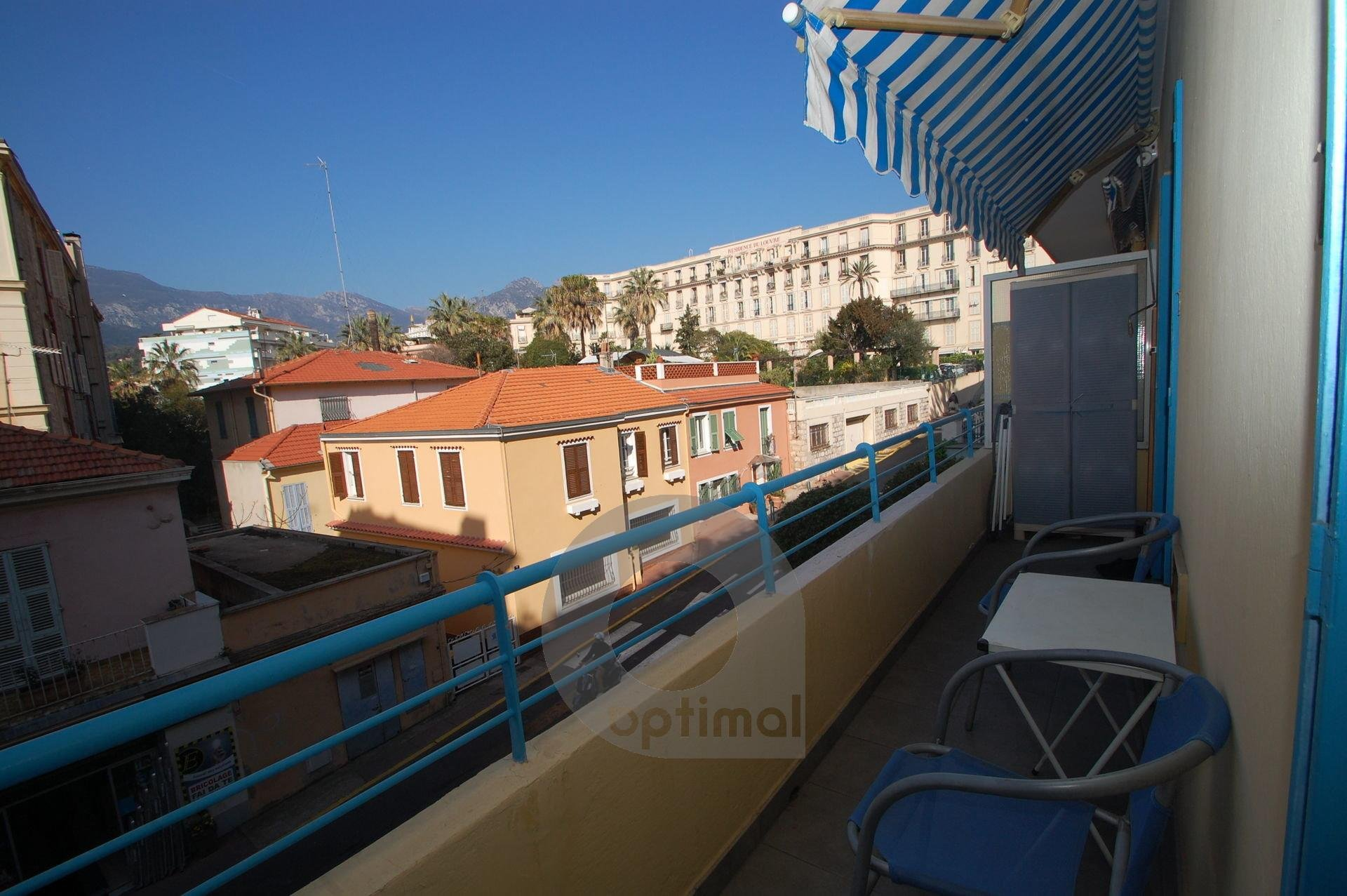 Charming 2rooms at 2nd floor with elevator and balcony in city center