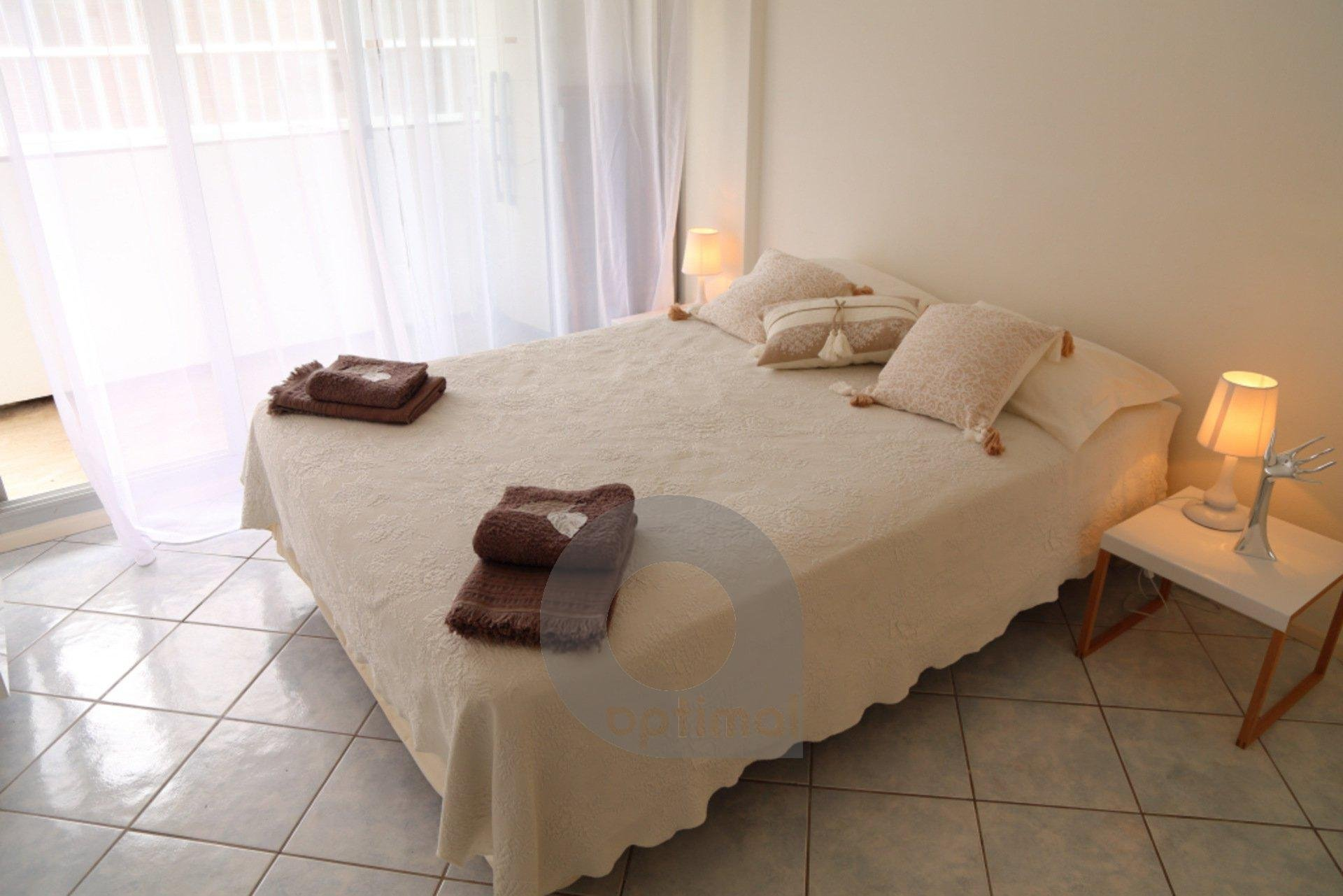 Quiet and beautiful 2 rooms with pool and parking close to the sea