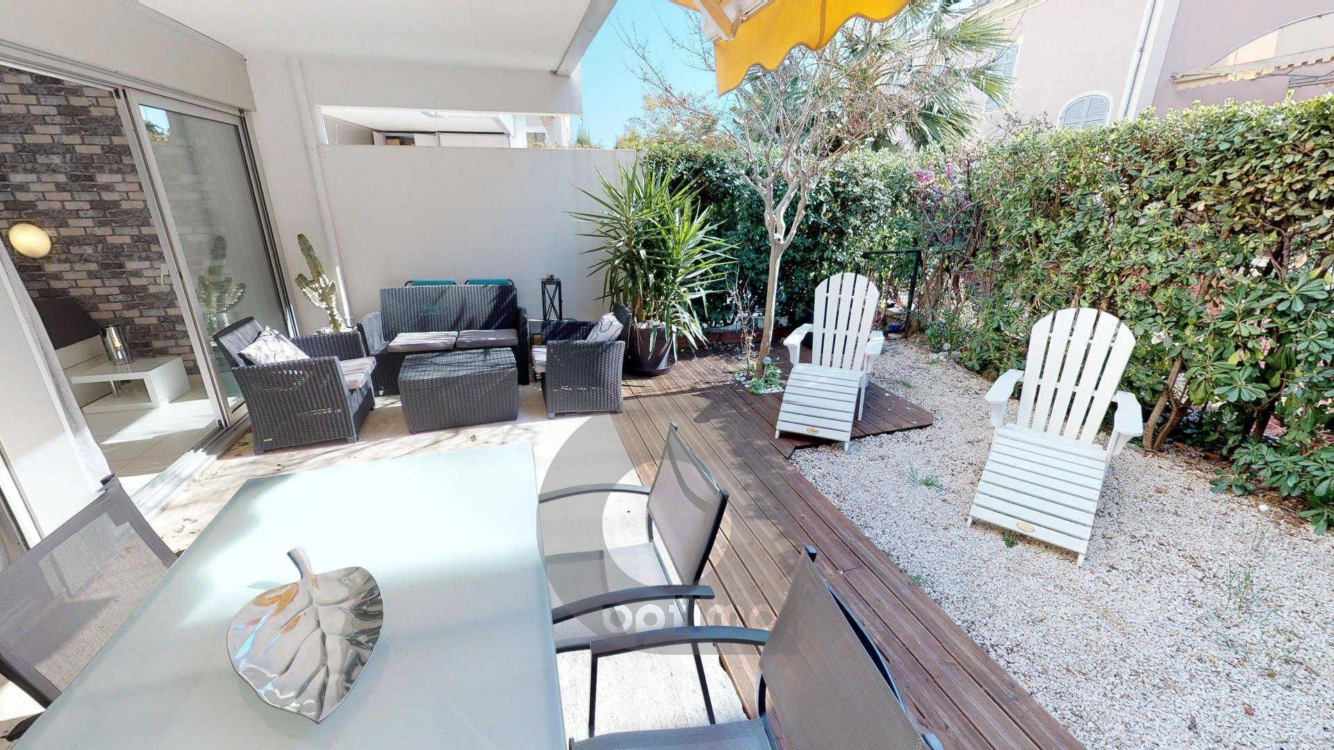 Quiet 2rooms with terrace, little garden, parking and swiming pool