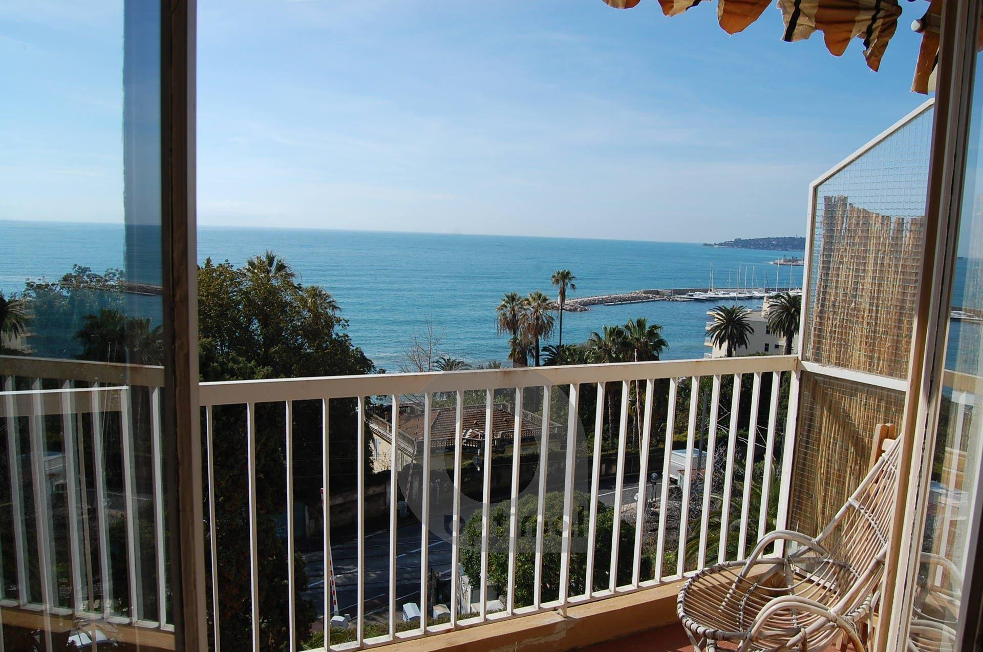 2rooms for 5 persons in front of the sea with parking lot and terrace in quiet place