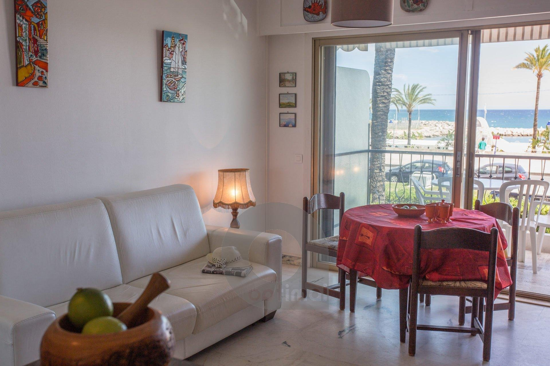 Beautiful studio with terrace in front of the sea close to the beach