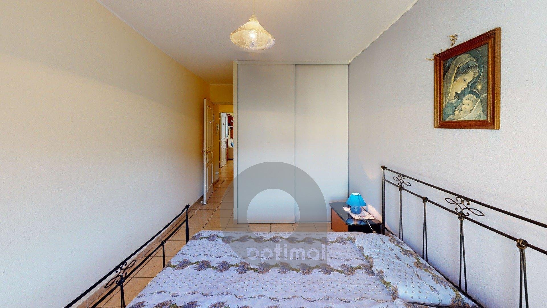 2 rooms for 4 persons with terrace and garage close to all amenities