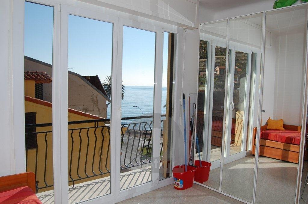 Studio 4 person with balcony and sea view