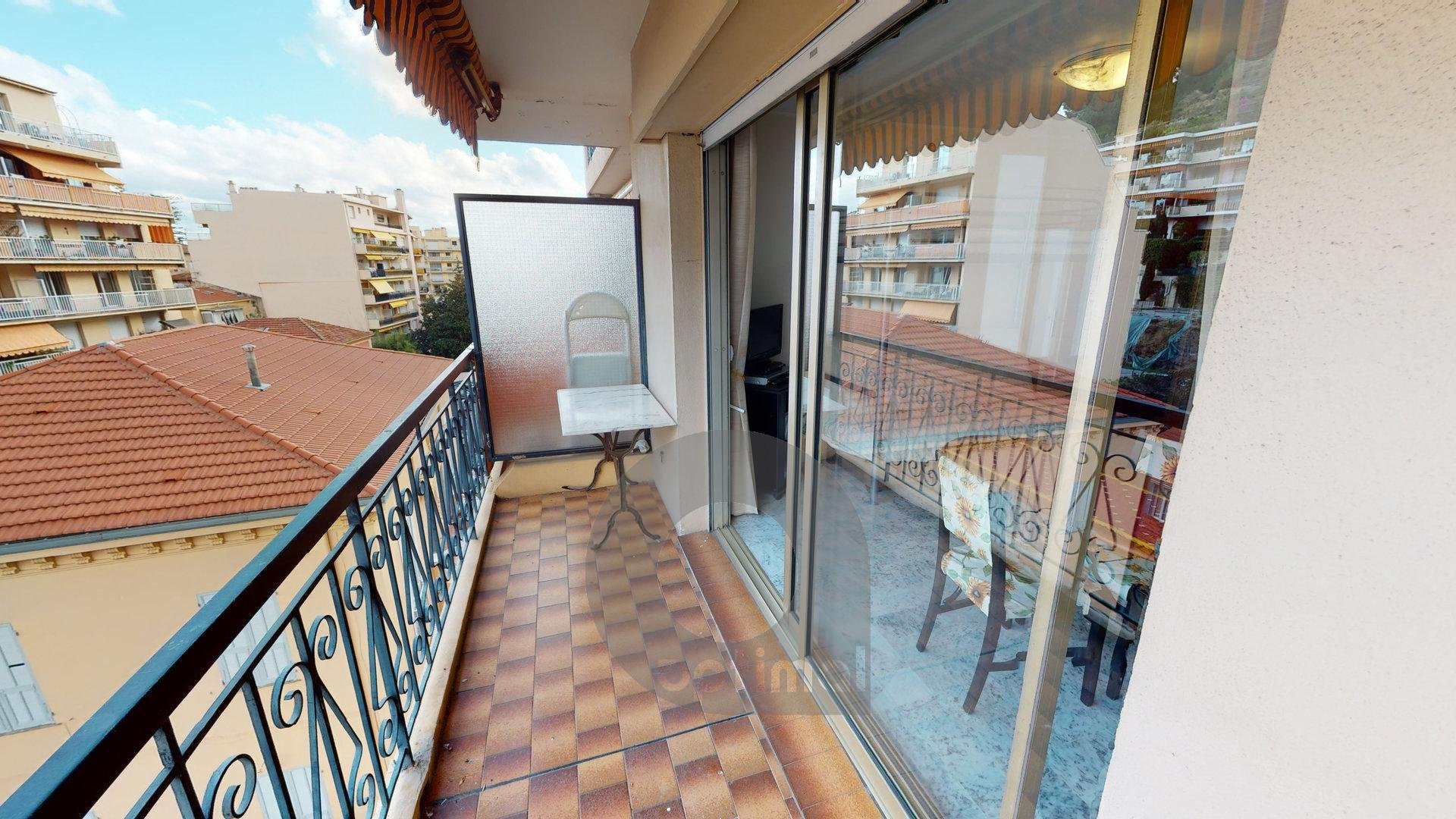 Quiet studio close to the city center with terrace