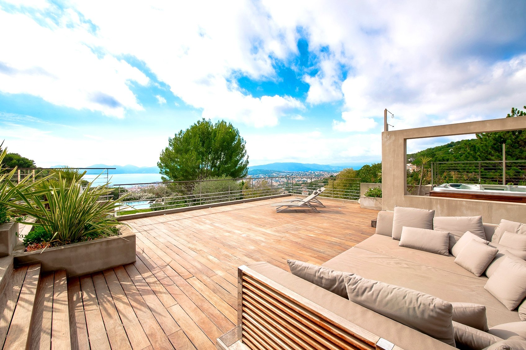 CANNES CALIFORNIE - SUPERB CONTEMPORARY VILLA