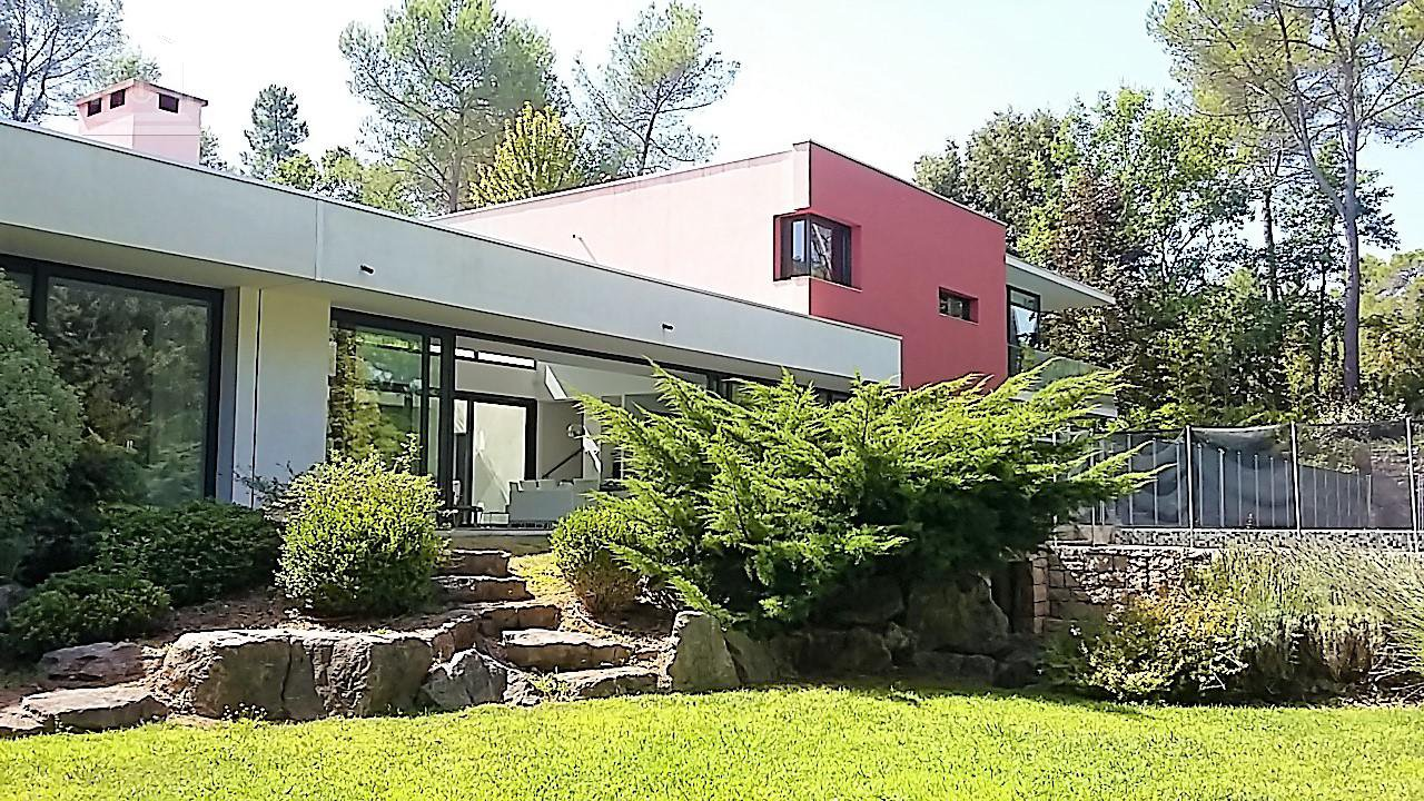 Sale Contempory villa on Terre Blanch golf course