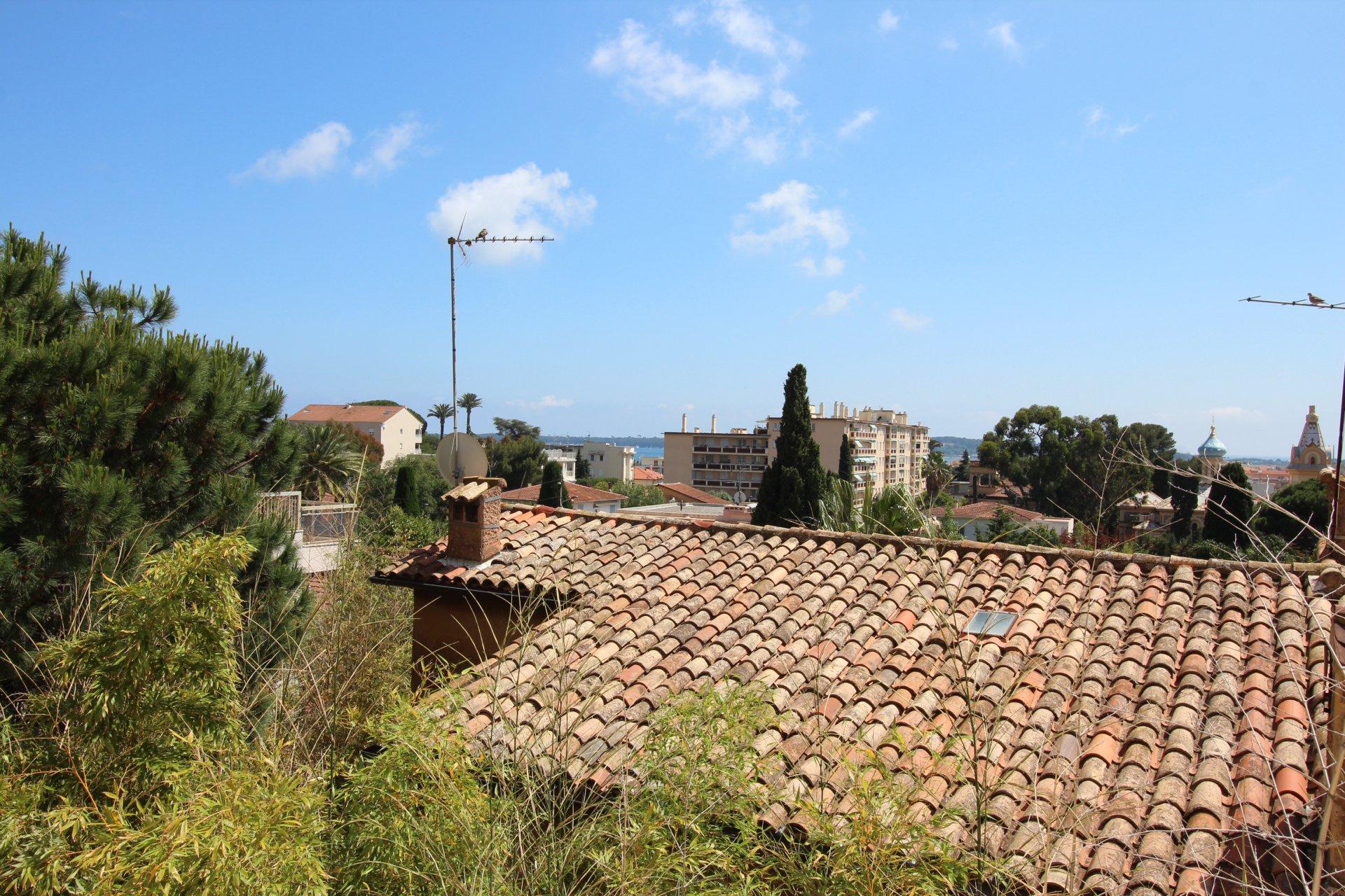 Bel appartement 3 Pièces avec terrasse et parking / Alexandre III