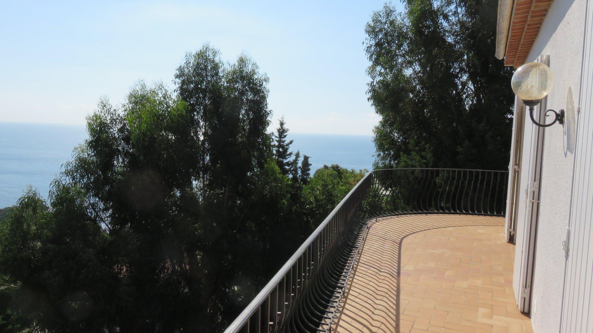 Villa vista mare a Trayas