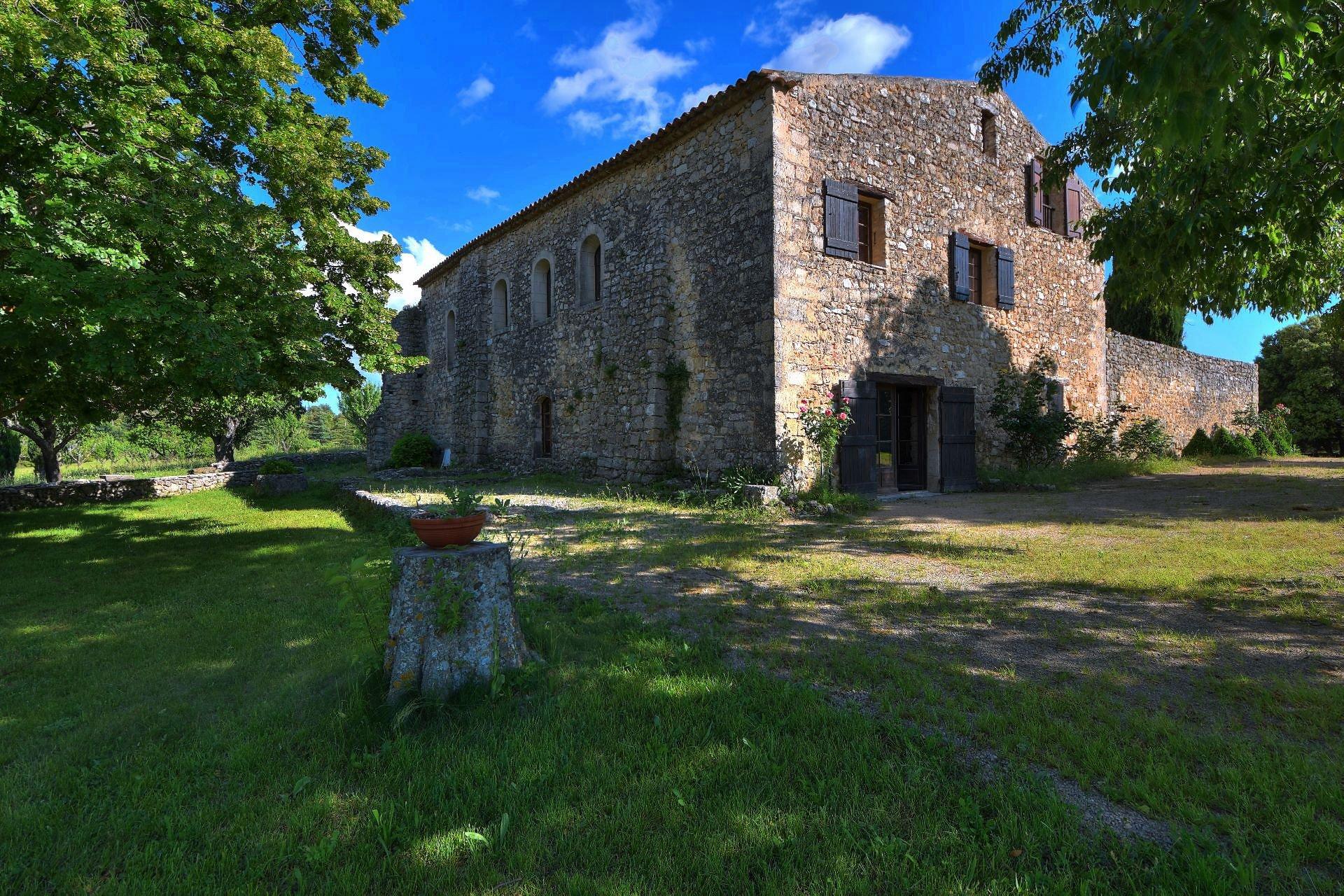 Priory of the XIIth century on 16 ha Baudinard sur Verdon