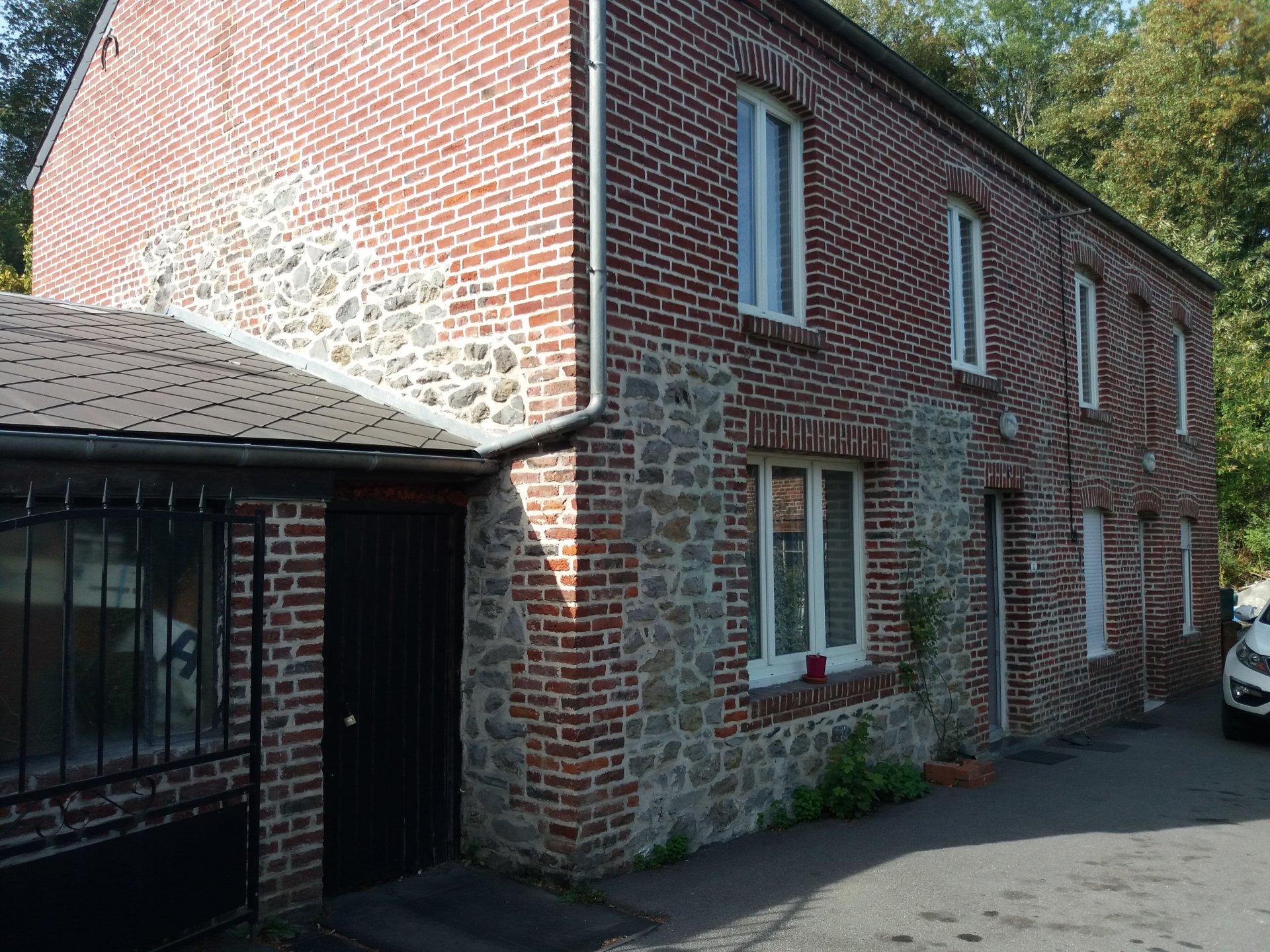 Maison individuelle pierres et briques