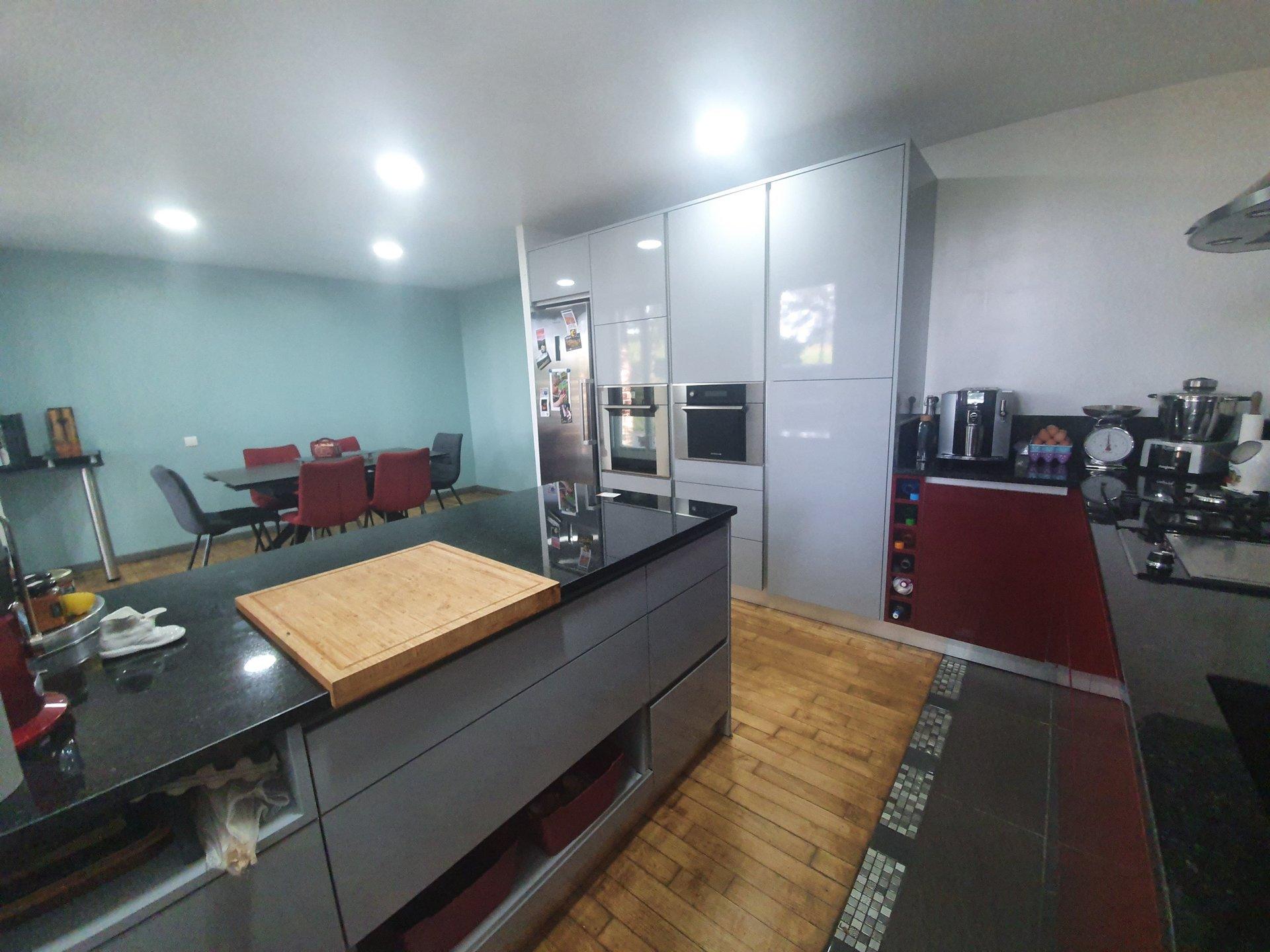 Sale House - Treffendel