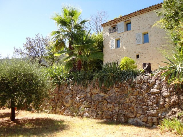 Villa with outbuildings on dream plot
