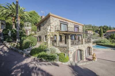 Stone villa situated close to the sea and beaches