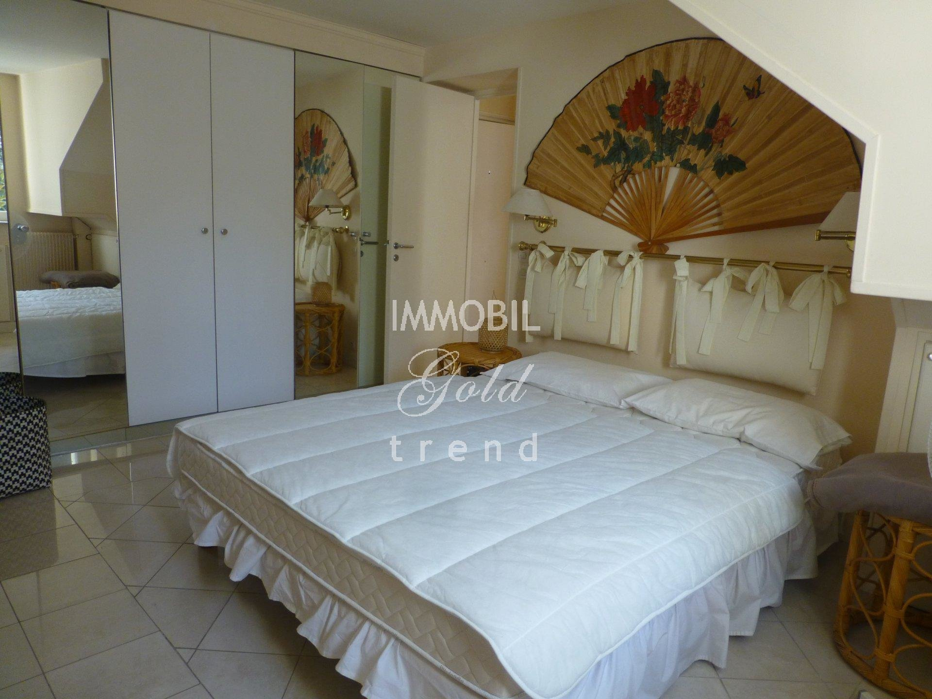 Real estate Roquebrune Cap Martin - For sale, two bedroom apartment situated in a prestigious building with park and swimming pool