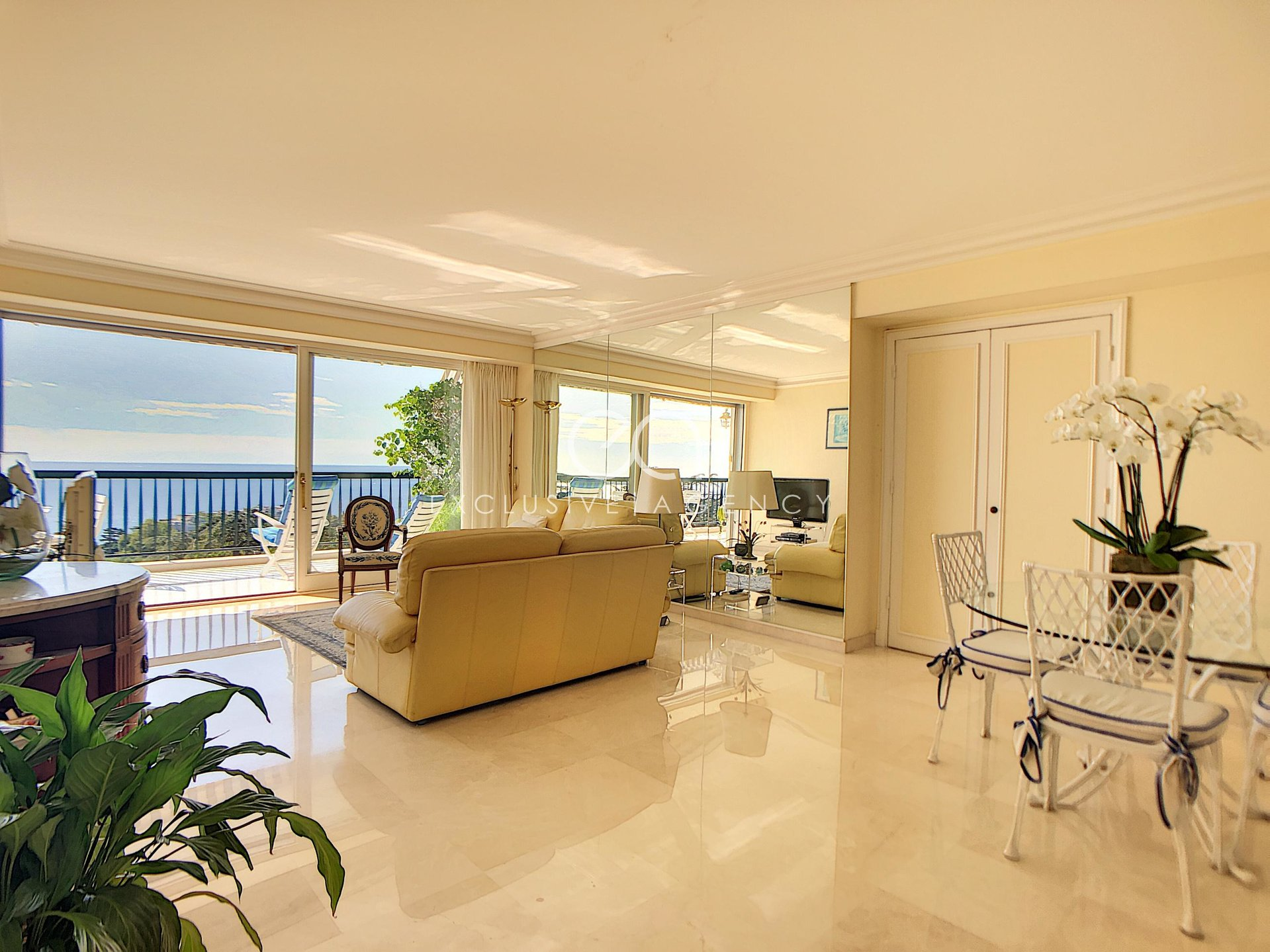 2-bedroom Apartment for Sale in Cannes Croix des Gardes  with panoramic sea view