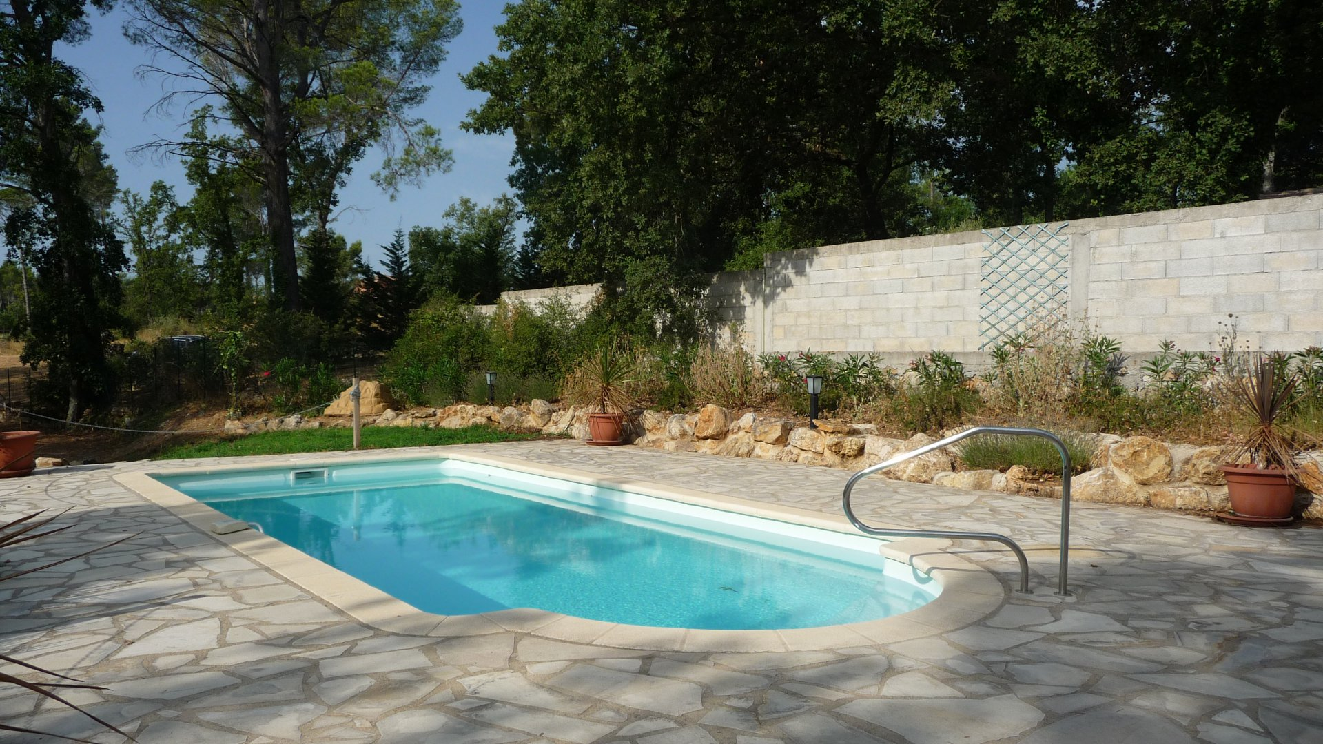 Pays de Fayence recent villa on a plot of 2500m² with a pool