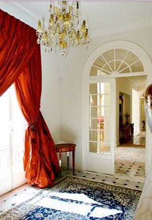 Entrance, chandelier, bay-window, natural light