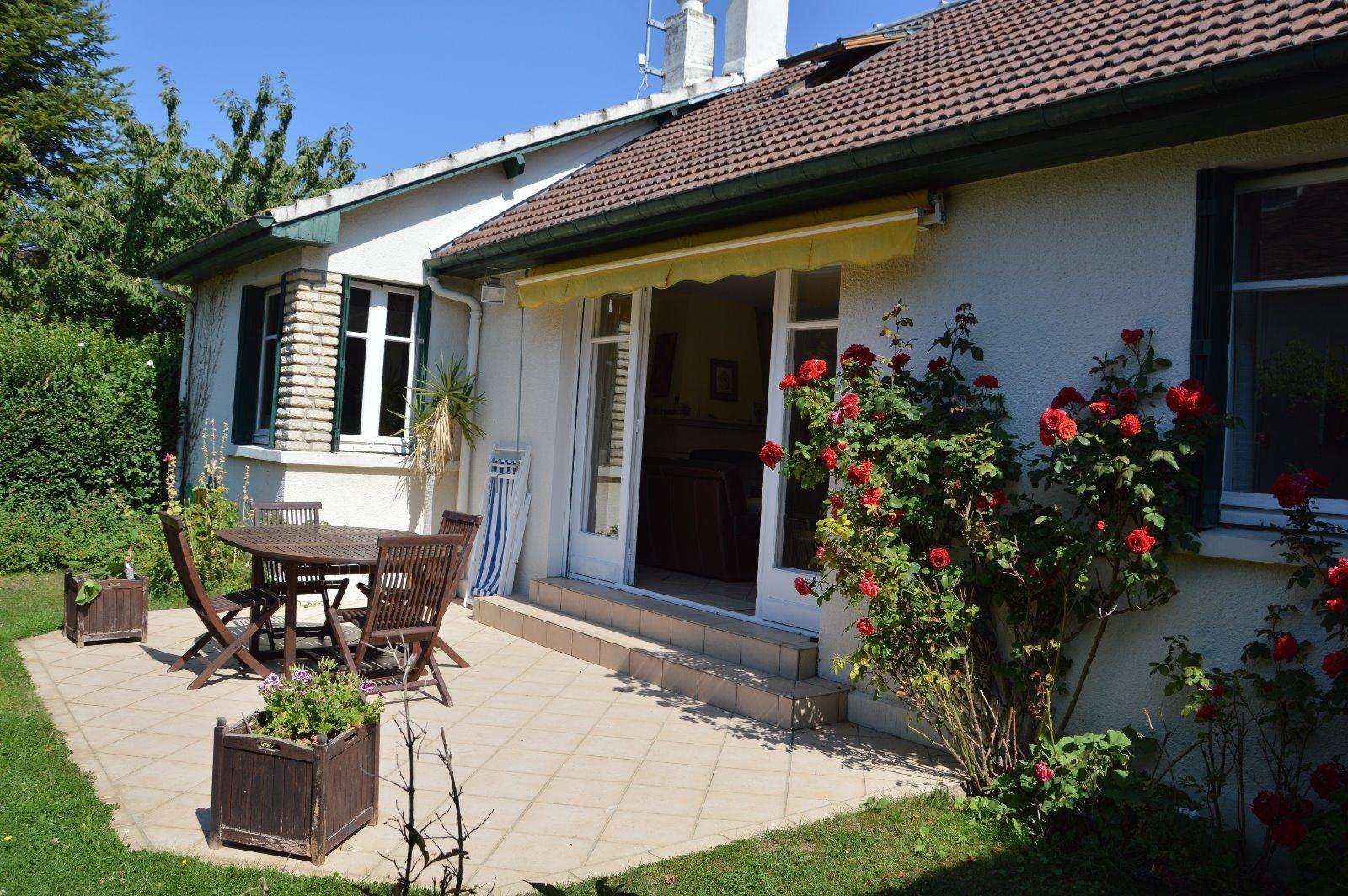 LOCATION SAISON : magnifique maison en plein centre !