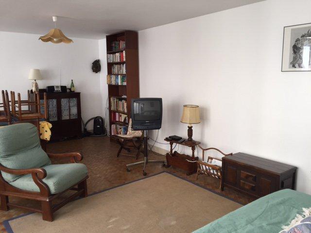 LOCATION SAISON Appartement centre ville avec cour