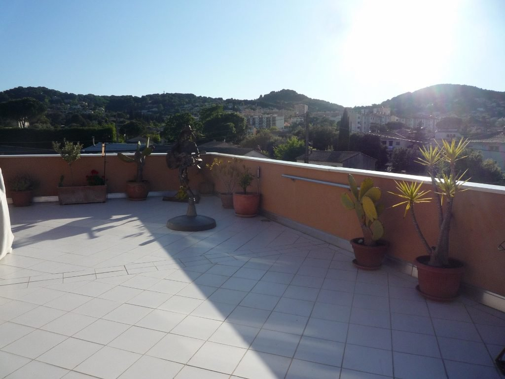 Vallauris, 5 room apartment of 106 m2 with 100 m2 terrace.