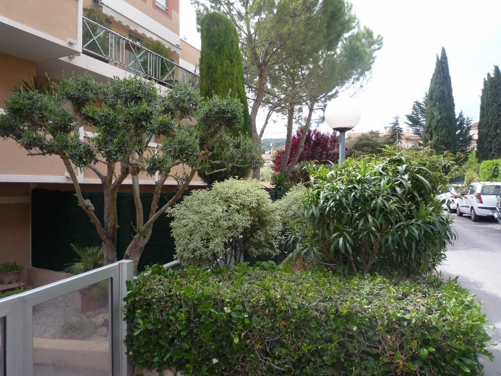 5 room apartment with large terrace for sale in Vallauris